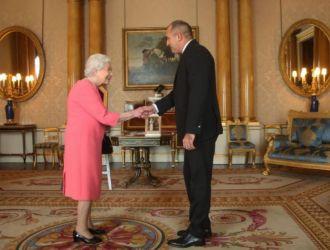 Президентът Радев и съпругата му се видяха с кралица Елизабет II и обявиха добра новина